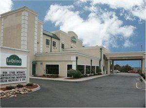 Knoxville hotels tennessee motels tennessee lodging for Carter swimming pool knoxville tn